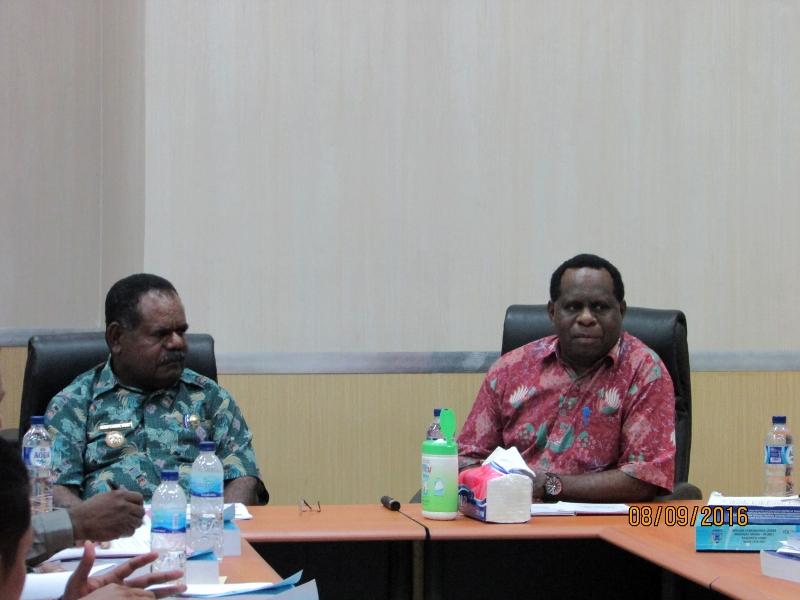 Bapak Bupati dan Sekretaris Bappeda Propinsi Papua