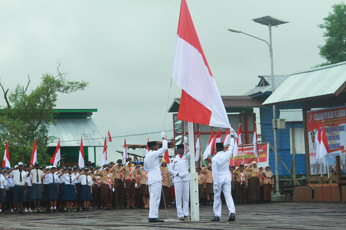 Proses Pengibaran Bendera Merah Putih