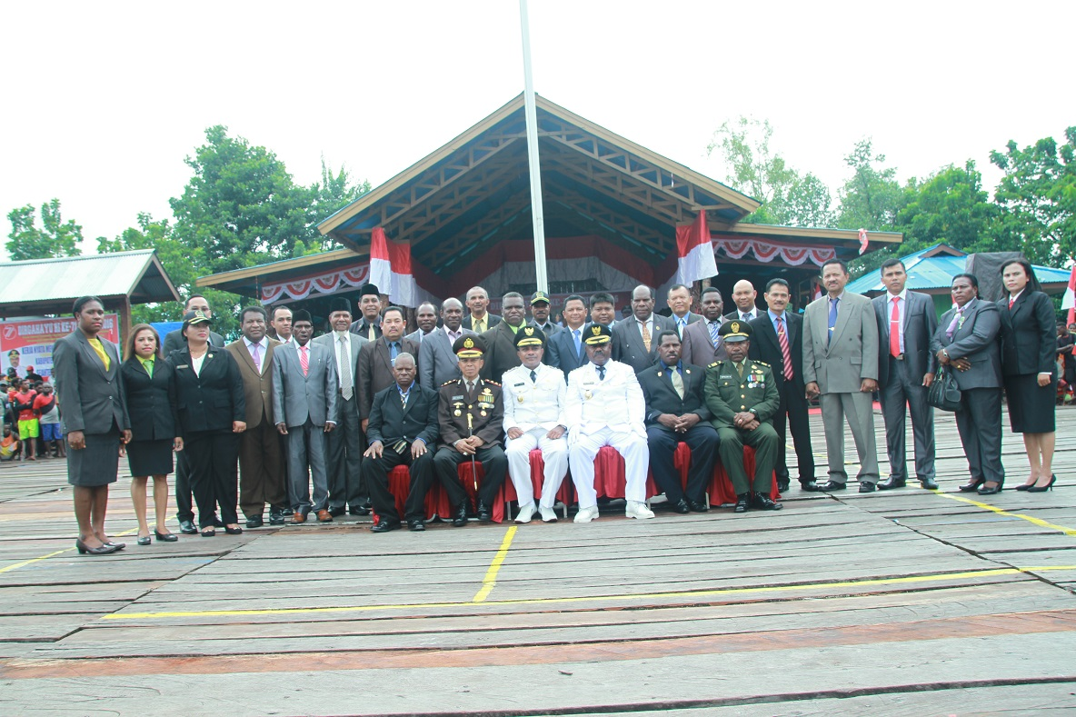Foto Bersama Pimpinan Daerah Setelah Pelaksanaan Upacara